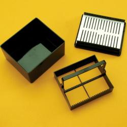 Vzduchtěsná farbiaca nádobka na 25 mikroskiel